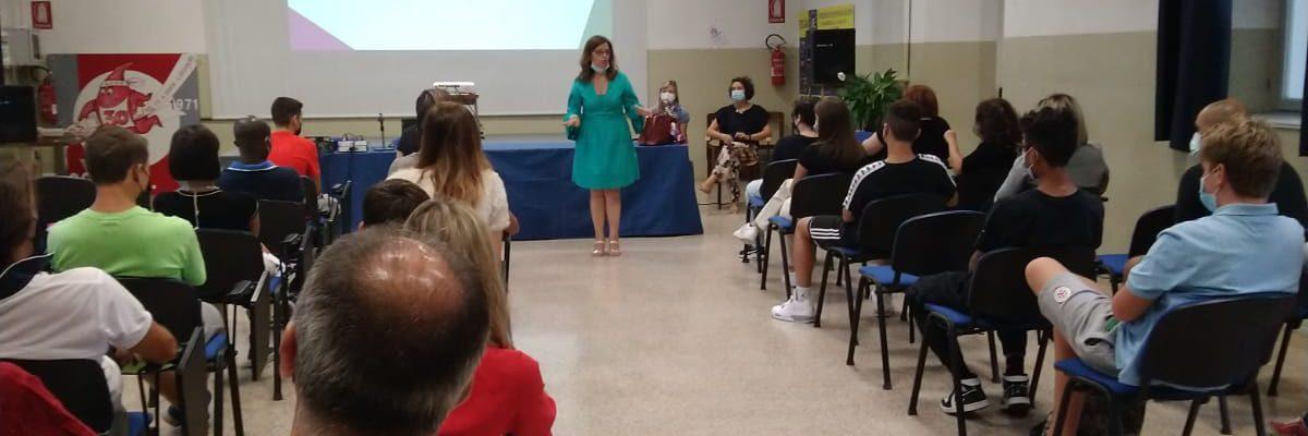 Il Deganutti dà il benvenuto ai suoi studenti